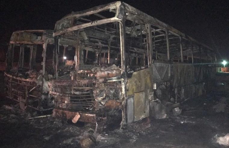 PE: Ônibus pegam fogo em Petrolina
