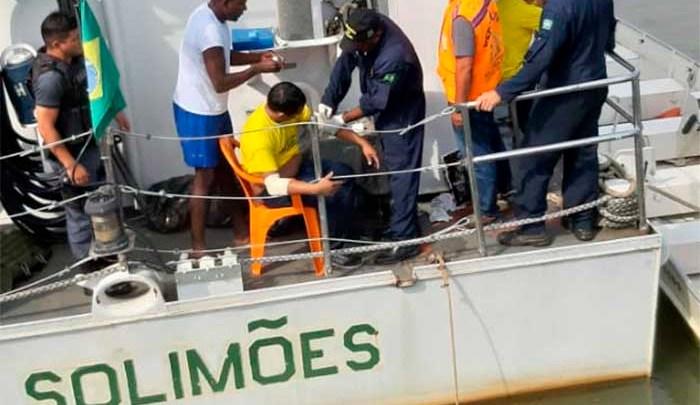 AM: Micro-ônibus cai no Rio Madeira e deixa dois feridos
