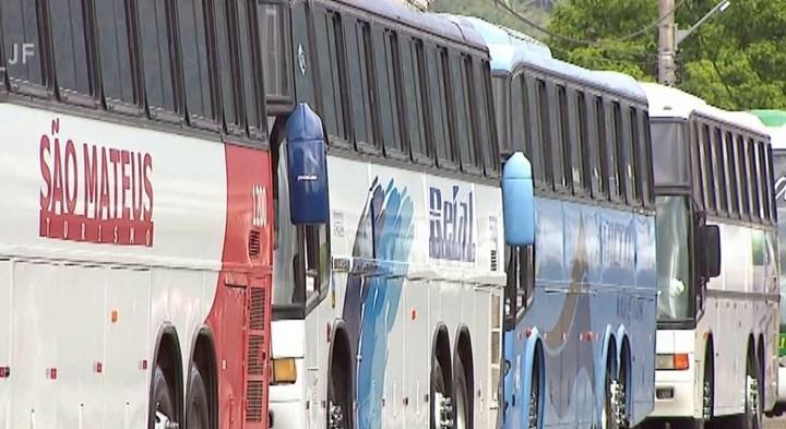 MG: Donos de ônibus de turismo fazem protesto em Juiz de Fora contra nova lei de fretamento