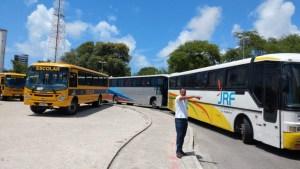 Motoristas de ônibus realizam protesto em Maceió por salários atrasados