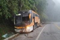 Acidente com ônibus da Viação Util deixa surfista gravemente ferido na Rio x Santos