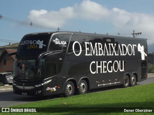Gustavo Lima agita a internet ao postar imagem comendo marmita dentro de ônibus