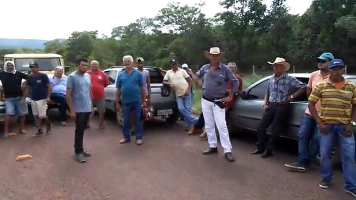 Moradores bloqueiam trecho da rodovia TO-010, no norte do Tocantins