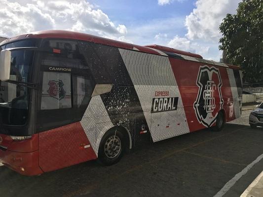 PE: PRF apreende ônibus do Expresso Coral na BR-101 no Recife