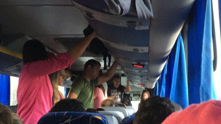 Rio: Lotação em ônibus frescão da Auto Viação Jabour é alvo de reclamações de clientes