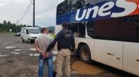 PRF prende detento a bordo de ônibus da Viação Unesul na BR-386