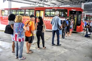 RJ: Novos ônibus alugados da Amparo por mais de  R$ 10 milhões começam circular em Maricá