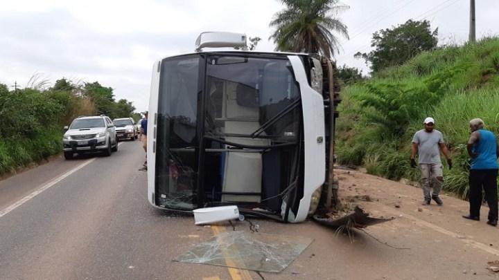 MA: Oito pessoas ficam feridas após ônibus tombar na BR-010 em Imperatriz