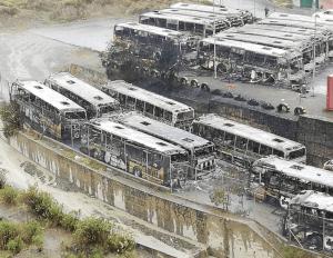 Queda de Evo Moraes tem ônibus incendiados e atos violentos na Bolívia