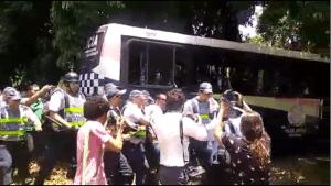 Brasília: Polícia prende duas pessoas em frente à Embaixada da Venezuela
