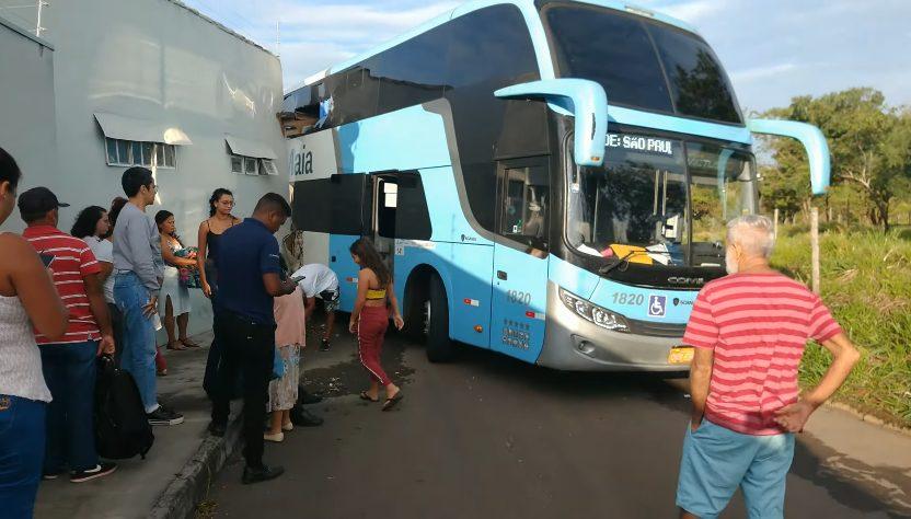 Acidente com ônibus da Real Maia em Catalão chama atenção dos passageiros