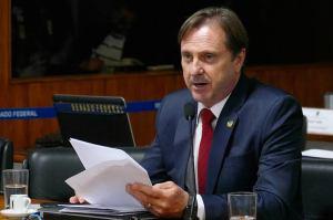 Fundador da Eucatur, Senador Acir Gurgacz é proibido de viajar para Rondônia