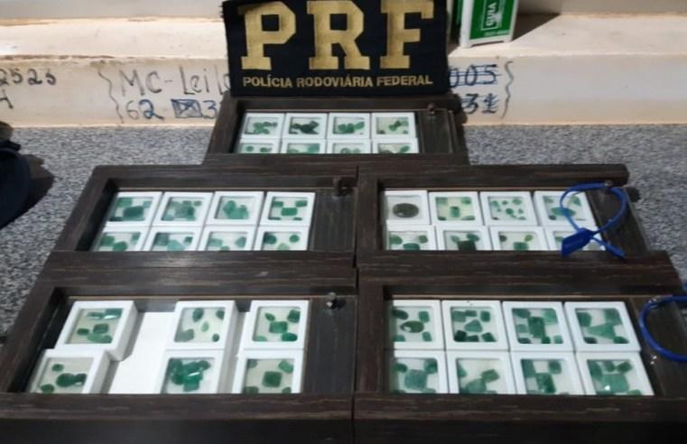 Homem é preso com 202 esmeraldas em ônibus na BR-060
