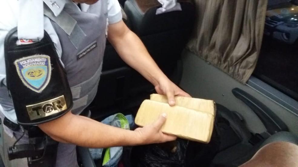SP: Homem é preso com 20Kg de maconha em ônibus na Rodovia Castelo Branco
