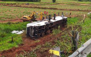 SP: Passageiros do ônibus que tombou em Mirandópolis recebem alta