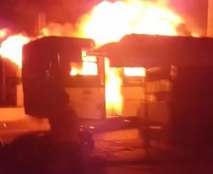 Ônibus é incendiado na noite desta segunda (2) no bairro Sussuarana em Salvador