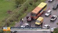 Acidente entre carro e ônibus deixa 4 feridos em Contagem na véspera de natal