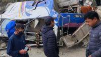 Acidente com ônibus deixa  24 mortos e 13 feridos graves na Indonésia