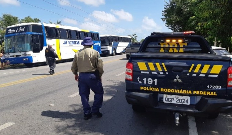 PRF apreende 15 ônibus e autua motoristas por exercício ilegal da atividade no Rio Grande do Norte
