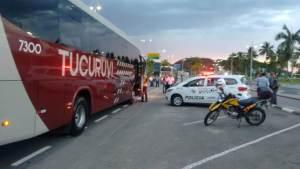 SP: Operação de fiscalização retira ônibus irregulares nas ruas de Caraguatatuba