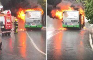 Ônibus pega fogo na tarde desta terça-feira em Cuiabá