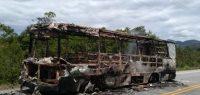 Ônibus Caio Gabriela é incendiado no litoral catarinense. Polícia segue investigando
