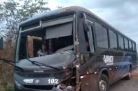 Ônibus fretados colidem na rodovia PI-122