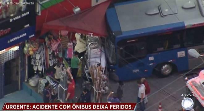 Acidente com ônibus urbano deixa 3 feridos na Zona Norte de São Paulo