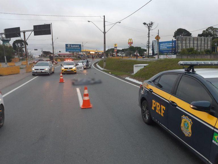 PR: Mulher morre atropelada por ônibus na BR-376 em São José dos Pinhais