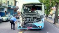 Acidente entre dois ônibus deixa 11 feridos em Manaus