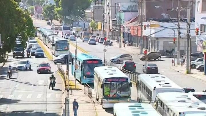 Paralisação de rodoviários em Porto Alegre atinge várias linhas e complica o trânsito nesta manhã