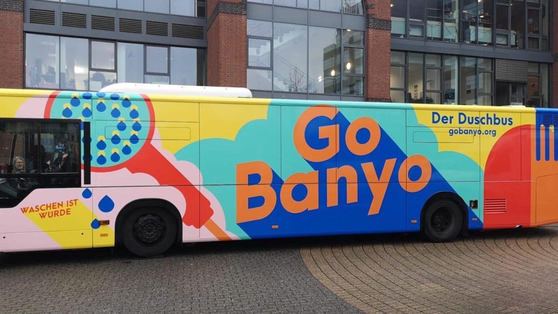 Alemanha ganha ônibus-chuveiro para atender moradores de rua