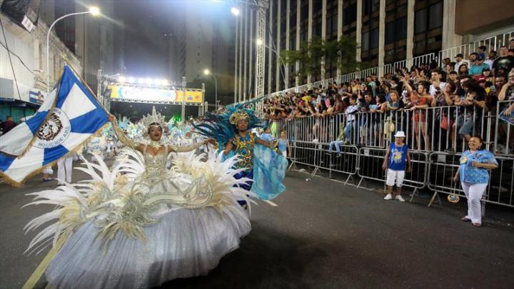 Carnaval de Curitiba terá muitas atrações neste ano. Empresas de ônibus visam ônibus extras