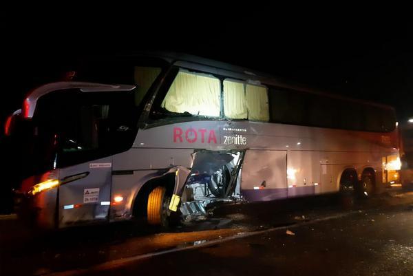 Acidente entre caminhão e ônibus deixa seis feridos no Sul da Bahia na BR-116