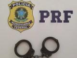 PRF prende passageiro de ônibus devido a mandado de prisão por homicídio na BR-116