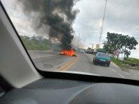 RJ: Manifestação contra ação de fiscalização do DETRO/RJ tem pneu queimado na BR-465