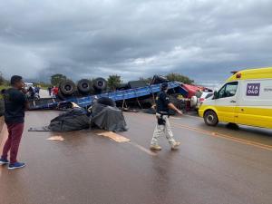MG: Tombamento de carreta fecha BR-040 e atrasa viagens entre Rio e BH na tarde deste domingo