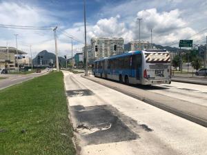 Operação do BRT Rio segue com desvios em três pontos do corredor Transcarioca nesta quinta-feira 9