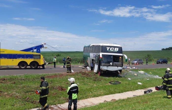 SP: Ônibus da Trans Brasil TCB tomba deixando nove feridos na Rodovia Anhanguera