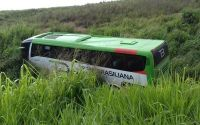 PA: Ônibus da TransBrasiliana sai da pista na BR-155
