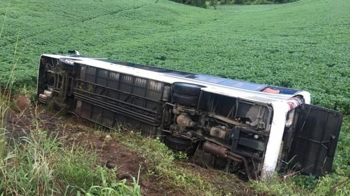 RS: Ônibus tomba com torcedores do Esporte Clube Pelotas e deixa 27 feridos em Erechim