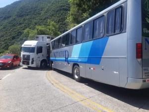 SC: Acidente entre caminhão e ônibus fecha a Serra do Rio do Rastro nesta manhã