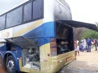 Ônibus do Atlético de Cajazeiras pega fogo no sertão da Paraíba