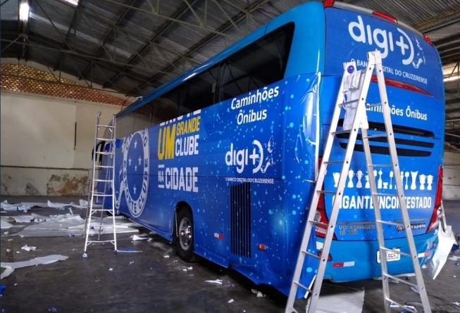 MG: Cruzeiro afirma ter quitado ônibus e faz nova plotagem no coletivo
