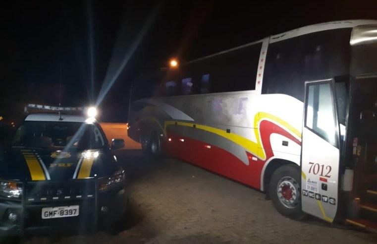 MG: PRF prende foragido da justiça em ônibus de turismo na BR-251