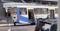Sem manutenção adequada, porta de ônibus cai mais uma vez na Região Metropolitana de Belém
