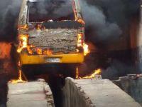 Micro-ônibus escolar pega fogo no interior de Alagoas