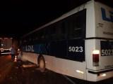 SC: Desmoronamento de pedras atinge ônibus na BR-470 e deixa uma passageira ferida
