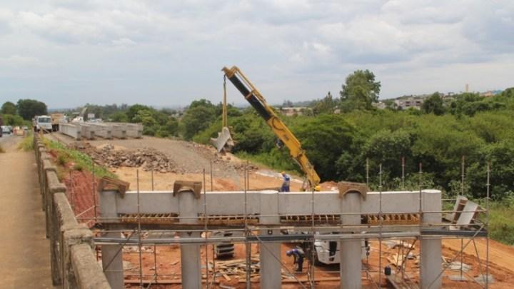 Obra de viaduto provoca alterações no trânsito da RS-118, em Sapucaia do Sul