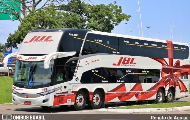 Incêndio de grandes proporções atinge garagem da JBL Turismo em Canoas/RS